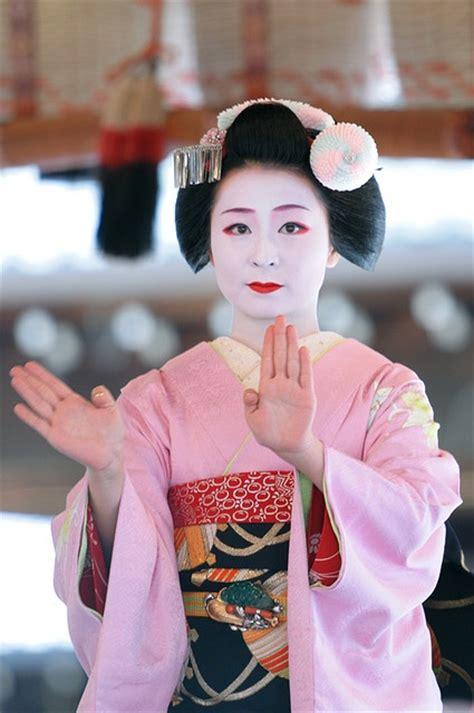 Bbc life as geisha jpg 425x640